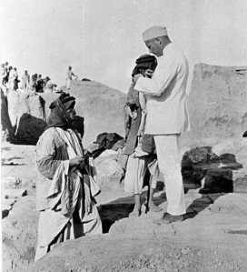 1911, Assur. A German archaeologist teaches a Sharqati workman how to annoy me